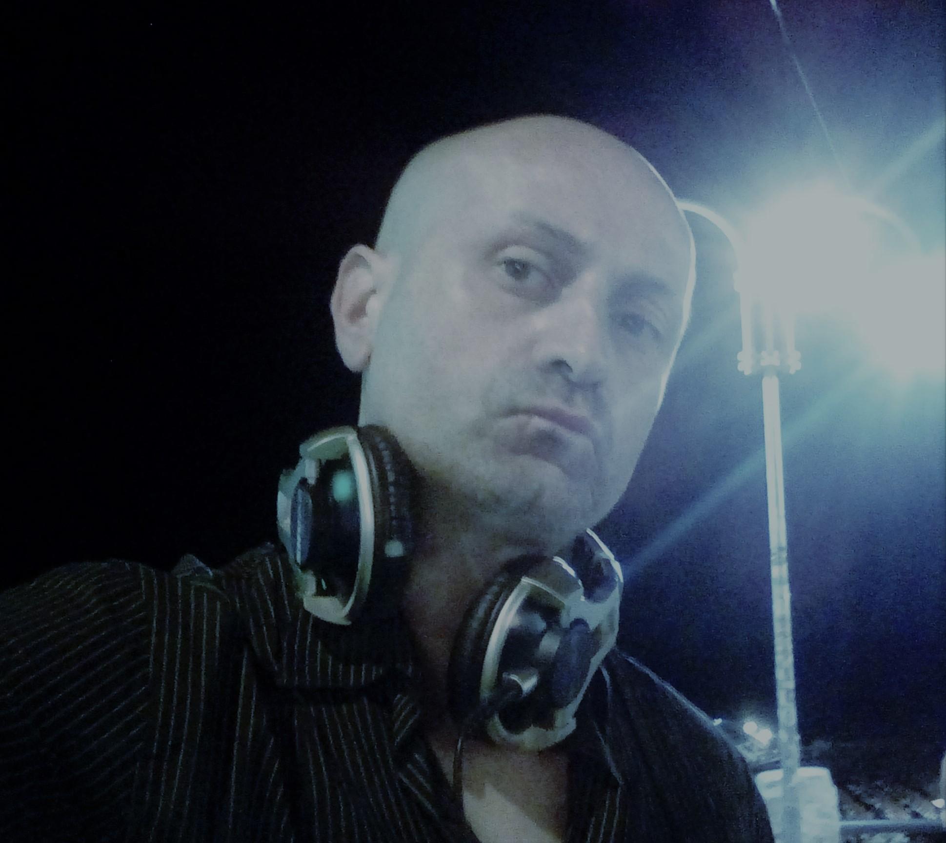 DJ Stefan è in onda su Milano Lounge Radio